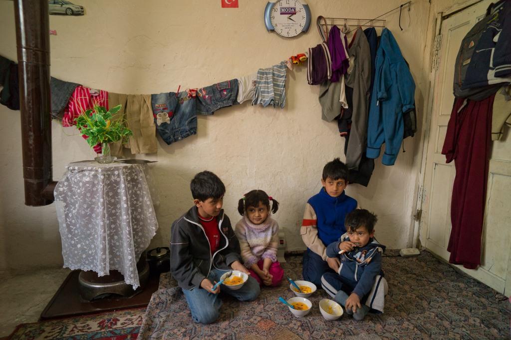 TUK01_2011_0313_Zaman_Mohammed_story_Dollsj_26