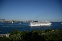 this cruise ship dwarfs the view from Topkapi