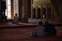 praying in the blue mosque