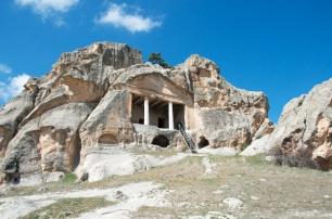 tomb with doric columns